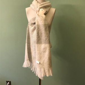 Lauren Conrad NWT Oblong Wrap/scarf. Gray/white.
